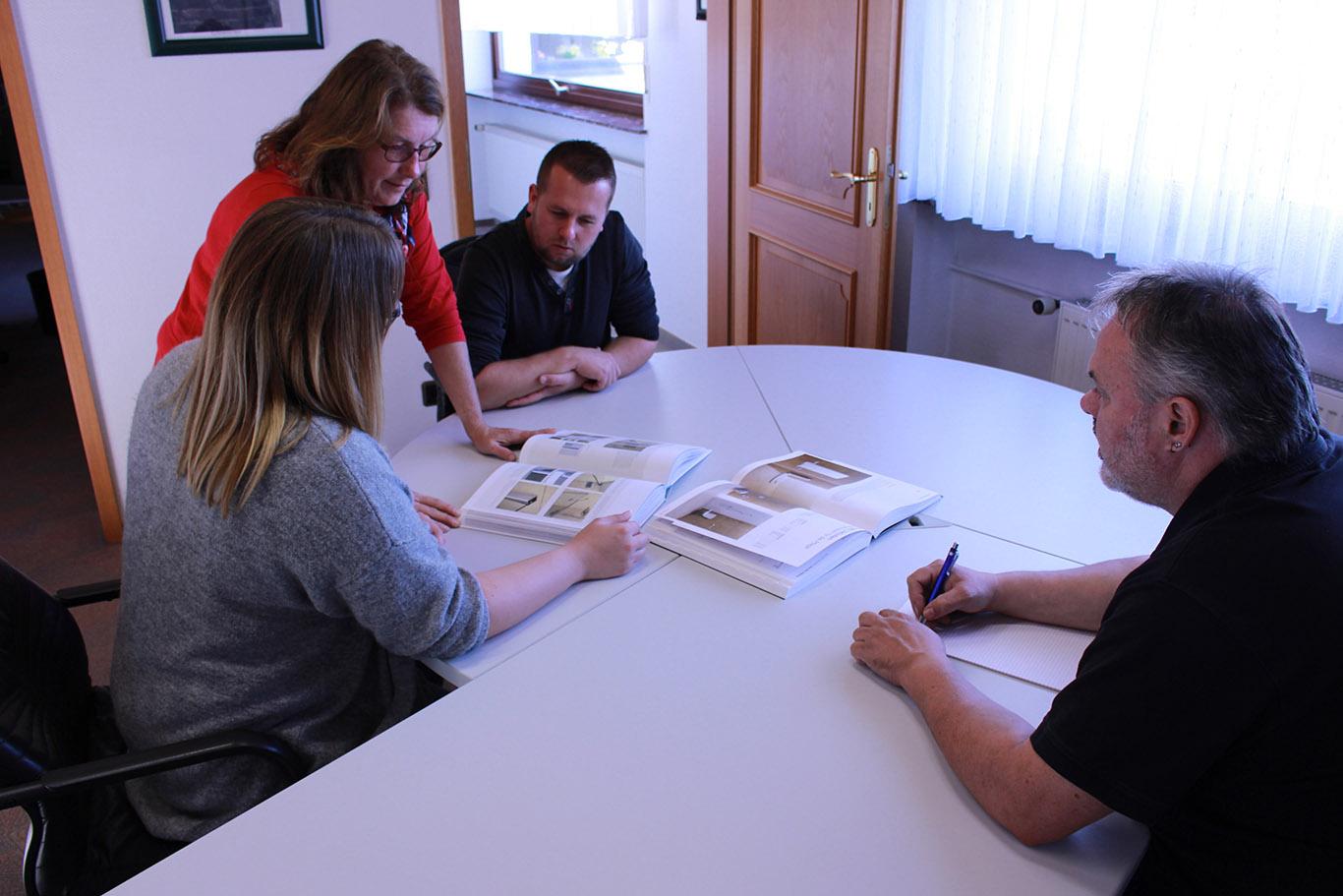 Sanitär Beratungsgespräch bei der Gloede GmbH